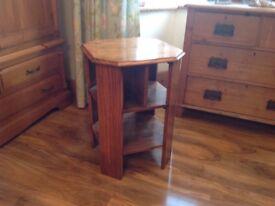 Lovely 1930 oak side table/bookshelf?