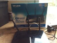 Aver 1200 ADSL2+ Modem Router and single phone