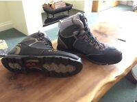 Salomon gore tex hiking boots men's size UK8