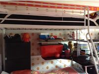 Kids bed with ladder excellent condition