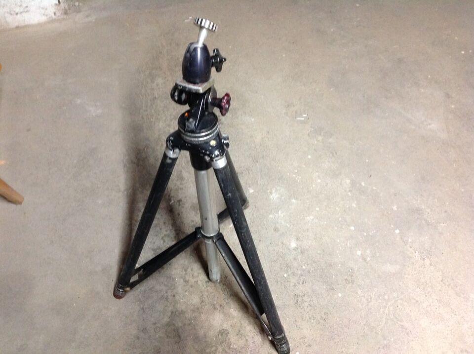 Zwei Kamera Stative mit Integrierter Wasserwaage in Eggenstein-Leopoldshafen