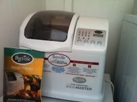 breadmaker with instruction and cookbook,,incl.glutenfree