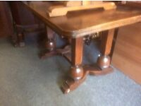 Solid oak vintage dining table & 6 matching chairs