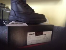 Steel toe cap boots size 9 & 10 brand new