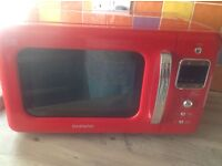 Red Daewoo microwave, model KOR7LBKR