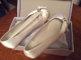 Satin Ivory bridal prom shoes. Size 5 . New in box.