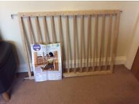 Extendable wooden safety gate