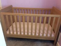 Mamas & Papas Rialto Cot Bed with mattress included (balham)