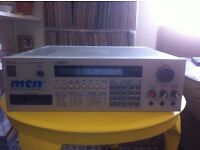 !!!AKAI S950 SAMPLER WITH UPGRADED MEMORY AND EXTRAS!!! LOVELY 12BIT BUSINESS