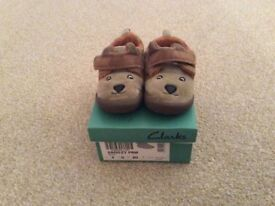 Excellent condition Clarks boys Infant Slippers size 4G