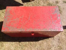 Large metal box / toolbox