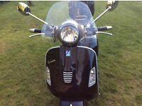 Vespa gts 300 supper 2013 reg new mot 1000 miles only