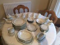 Eternal Beau Dinner Service