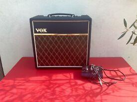 VOX PATHFINDER 15R - Guitar Amp - Original box and switch pedal