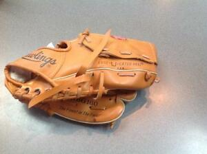 Rawlings RBG160 baseball glove - (sku: Z14322)
