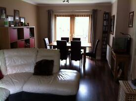 Double bedroom to let. Monday to Friday only