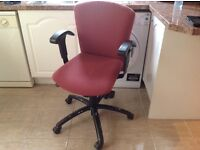 COMPUTER SWIVEL CHAIR IN VERY GOOD CONDITION