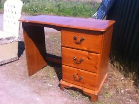 Lovely petite solid pine dressing table in great solid and sturdy condition