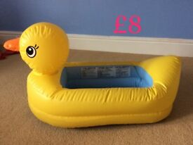 Munchkin White Hot Duck Tub.Used but in excellent condition! From smoke and pet free home.