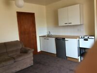 Flat to let for one person. Good for bus/train links to Leeds and bradford