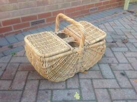 Vintage picnic basket hamper