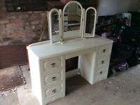 Dressing table in white/cream 7 drawers and free standing 3 way mirror VGC