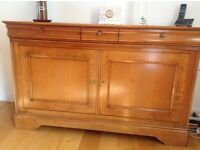 Beautiful Willis & Gambier solid cherrywood dining table and matching sideboard