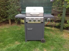 Brisbane Gas Barbecue : 3 Burners & side burner.