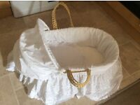 Moses basket in excellent condition