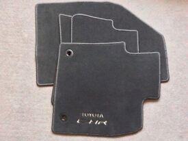 Toyota chr car floor mats (new)