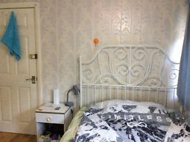 Colindale, Double room, avail 14/12, 2 mins walk to tube, buses & amenities. Including bills/wifi
