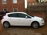 White Astra 1.4 vvti 16v mint condition drives perfect 1 year mot please call 07340842695