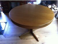 Round solid oak extending table