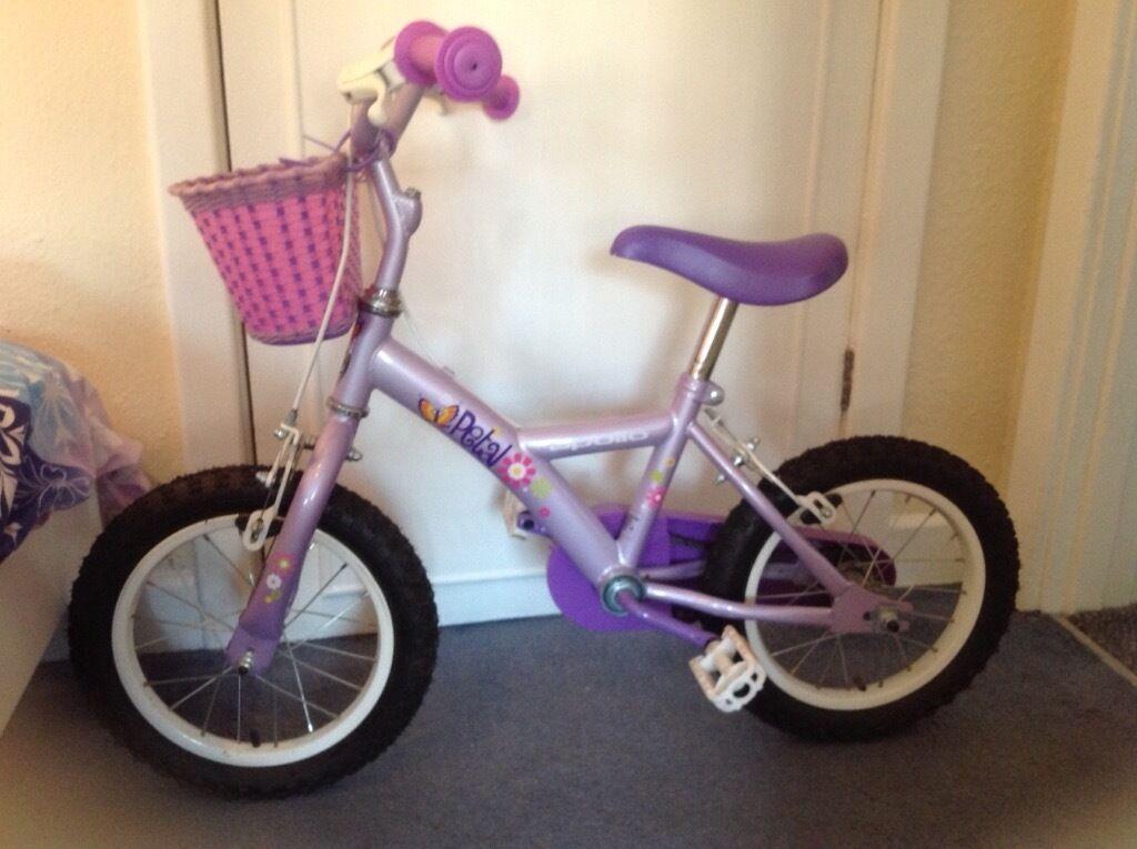 Apollo Petal bike with stabilisers