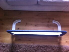 Extendable bed guard