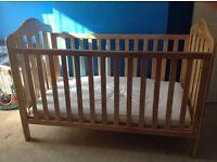 MAMAS & PAPAS LUCIA COT BED (plus Mamas & Papas - Silentnight Aura Mattress - 400)