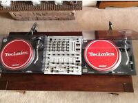 2 x Technics SL-1210MK2 Turntables/Decks With Behringer DJX700 Mixer