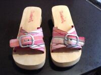 Brand new ladies sketcher sandle in pink stripe size 5