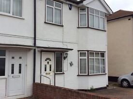 Large Double/ Single Room Near Queensbury Circle