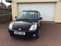 Black Ford Fiesta 2005 mot till April 2018 one previous owners
