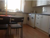 Student only flat - single and double rooms available. Very central location.