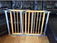 2 Lindam Wooden Safety Gates