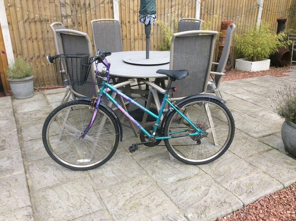 Ladies 5 speed bike, basket and lights included