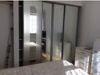Ensuite available now, 2 minutes to Colindale tube, NW9 5JR, incUniversal of bills and Internet.