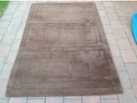 BROWN 100% WOOL RUG. APPROX 6X4 Feet. VERY GOOD CONDITION.