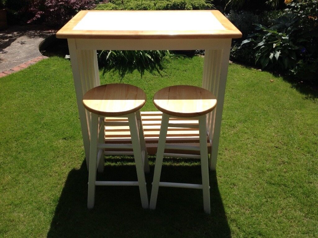 Kitchen Bar Table and Two stools