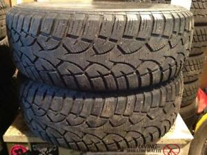 2 pneus d'hiver 215/65 r16 general altimax artic.  100$