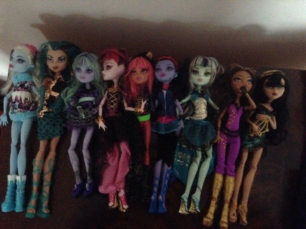 Eight monster high dolls