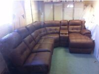 GRADE A LEATHER LAY-Z-BOY CORNER SUITE WITH CHAISE LONGUE IN CHESTNUT
