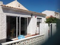 Spanish detached chalet on one level.3 bed 2 shower rooms, one en- suite with air-con and all facil.